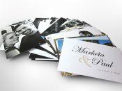 Vytištěné fotky snoubenců a kartičky do fotoalba