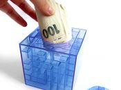 Vložení bankovek do hlavolamu