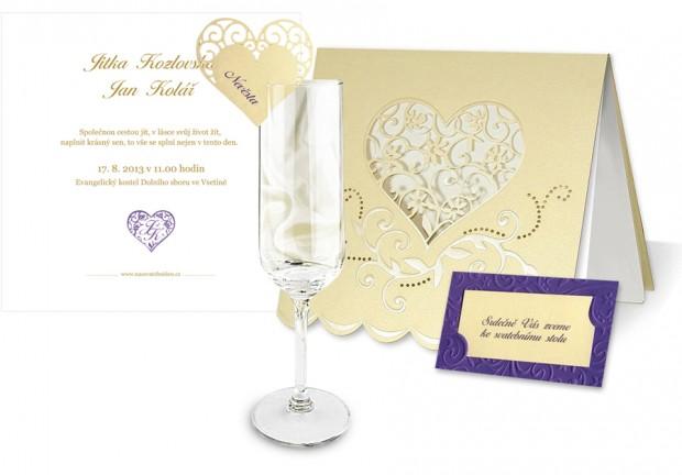 Set svatebních tiskovin ve zlaté a fialové barvě - svatební oznámení, pozvánka ke stolu, jmenovka na skleničku